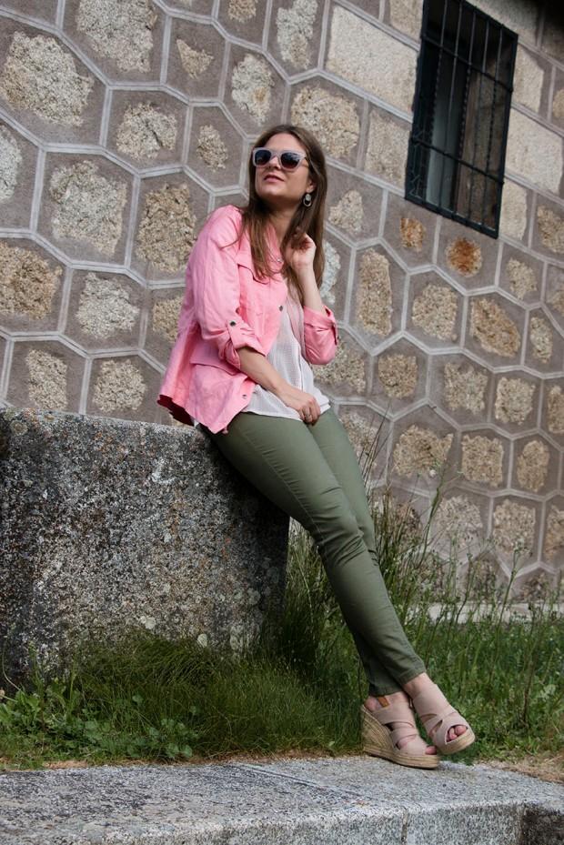 look en rosa y kaki