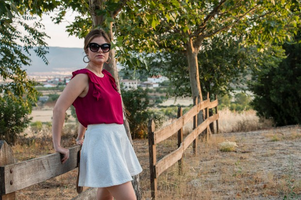 Summer look: white and burgundy 14