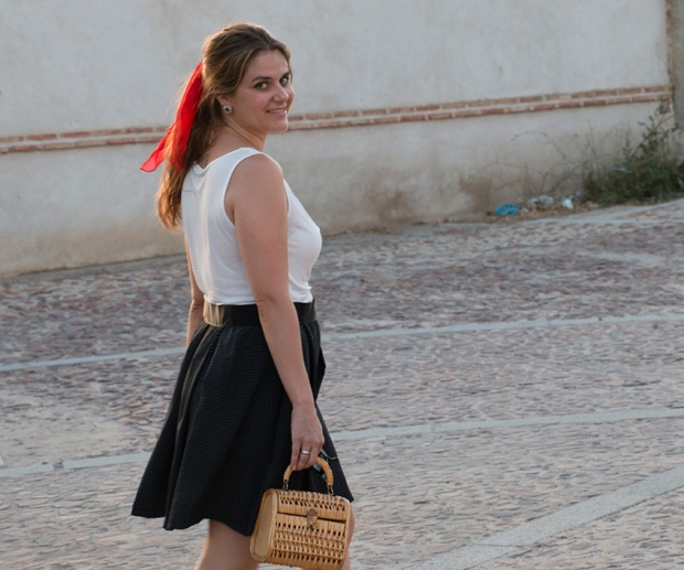 Summer look: red scarf + wicker bag 12